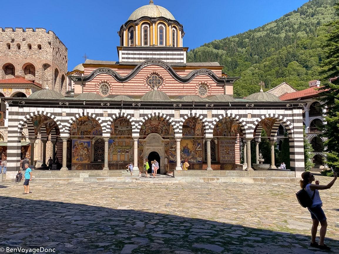 Read more about the article Halte dans un fabuleux monastère